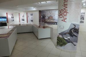 La table des angevins exposition creazen archives49 scénographie, communication, conception graphique, photographie, graphisme, affiches, dépliants, annonces presse, infographie